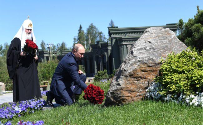 В День памяти и скорби Президент России В.В. Путин и Святейший Патриарх Кирилл посетили главный храм Вооруженных сил РФ
