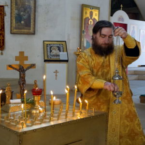 В Троицкую Родительскую субботу в храме великомученицы Ирины г.Москвы была отслужена Божественная Литургия и панихида