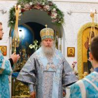В канун праздника Казанской иконы Божией Матери архиепископ Витебский и Оршанский Димитрий совершил всенощное бдение в Свято-Троицком Марковом мужском монастыре города Витебска