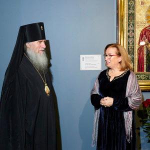 Архиепископ Витебский и Оршанский Димитрий посетил открытие выставки уникальных вышитых икон в Храме Христа Спасителя г.Москвы