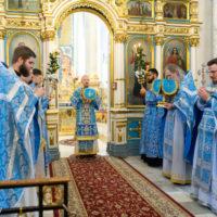 В праздник Казанской иконы Божией Матери митрополит Вениамин совершил Литургию в Свято-Духовом кафедральном соборе города Минска
