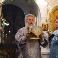 В праздник Казанской иконы Божией Матери архиепископ Витебский и Оршанский Димитрий совершил Литургию в одноименном храме Свято-Троицкого Маркова мужского монастыря