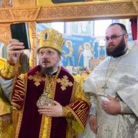 Митрополит Вениамин возглавил престольное торжество Никольского храма поселка Привольный