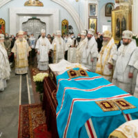 Митрополит Вениамин совершил Литургию и отпевание новопреставленного митрополита Филарета