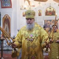 В Неделю о блудном сыне архиепископ Димитрий совершил Божественную литургию в Свято-Покровском соборе города Витебска