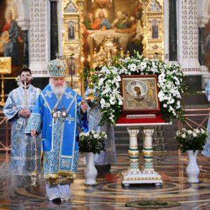 Святейший Патриарх Кирилл совершил утреню с чтением акафиста Пресвятой Богородице в Храме Христа Спасителя