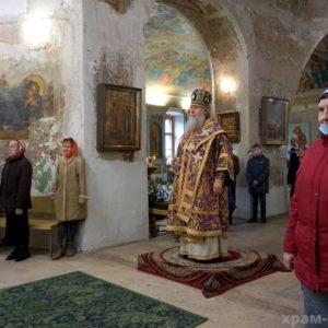 Архиепископ Витебский и Оршанский Димитрий возглавил праздничные богослужения в Неделю Крестопоклонную в храме великомученицы Ирины г.Москвы