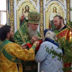 В День Святой Троицы архиепископ Витебский и Оршанский Димитрий совершил Божественную литургию в храме великомученицы Ирины города Москвы