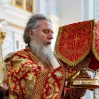 В Неделю 6-ю по Пасхе архиепископ Витебский и Оршанский Димитрий совершил Литургию в Свято-Успенском кафедральном соборе города Витебска