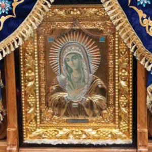 В Свято-Духовом Кафедральном соборе города Минска по 30 июня будет пребывать мироточивая икона Пресвятой Богородицы «Умиление» (Локотская) [+ВИДЕО]