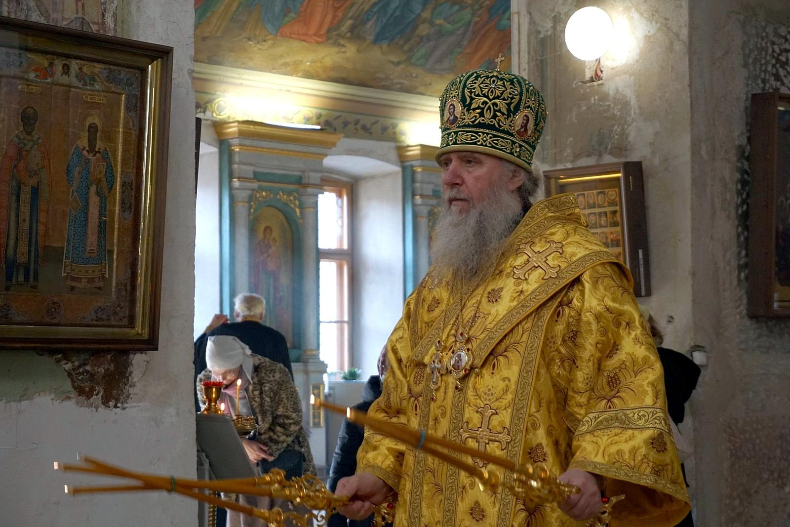 В Неделю 17-ю по Пятидесятнице архиепископ Витебский и Оршанский Димитрий совершил богослужения в храме великомученицы Ирины города Москвы